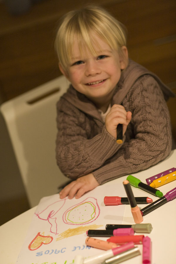 Sienna is making a very special birthday greeting for her Uncle Jacob